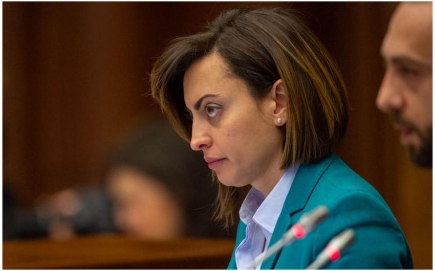Ermənistan parlamenti sədrinin müavini müxalif deputatı axmaq adlandırıb - VİDEO