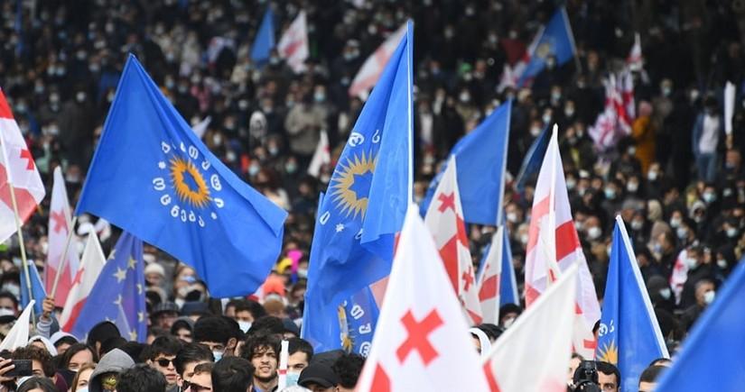 Gürcüstanın hakim partiyası Tbilisidə 100 minlik mitinq keçirir