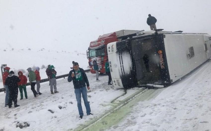 Bursaspor azarkeşləri qəzaya düşdü, yaralanan var - FOTO - VİDEO