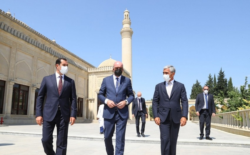 European Council President visits Juma Mosque in Azerbaijan's Shamakhi