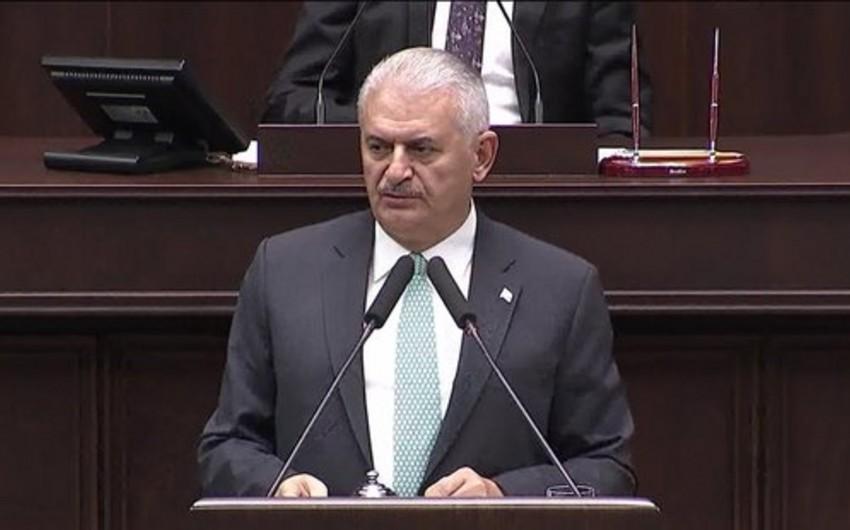 """Türkiyənin baş naziri: """"Raqqanı İŞİD-dən təmizləməkdənsə, onları dəstəkləyirlər"""""""