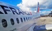 Passenger in US trying to open side doors of plane mid flight - VIDEO