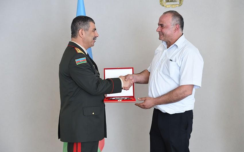 Azerbaijani Defense Minister meets with family of national hero Albert Agarunov - PHOTO
