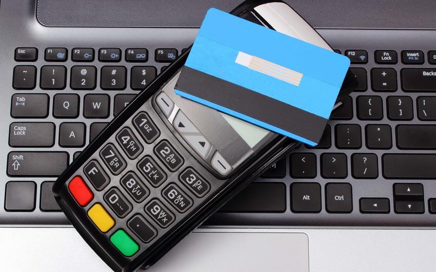 Лимит для бесконтактных платежей в Азербайджане повышен до 100 манатов