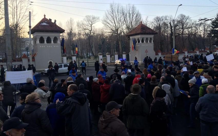 Rumıniyada hökumət tərəfdarları prezidentin istefasını tələb edirlər