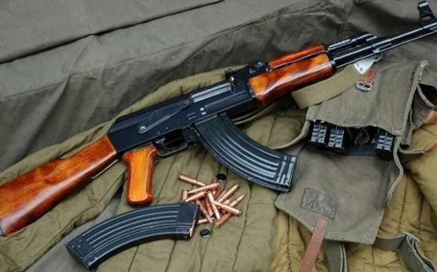 Bakıda Kalaşnikov avtomatını 14 il çarpayısının altında gizlədən şəxs tutulub