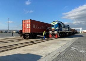 Türkiyədən Çinə ixrac yükü daşıyan ilk konteyner qatarı Bakı Limanına çatıb