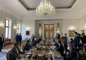 Russian, Iranian FMs hold meeting