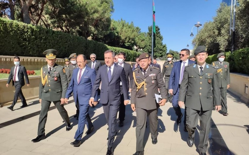Turkey's deputy minister of national defense visits Martyrs' Alley