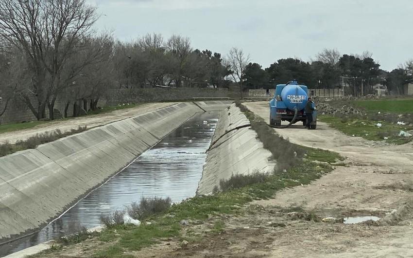 Abşeron magistral kanalına maşınlarla kanalizasiya sularıaxıdılır