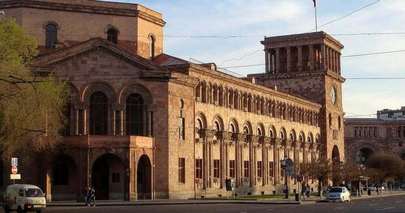Ermənistan vətəndaşı ombudsmanın ofisinin qarşısında özünü yandırıb