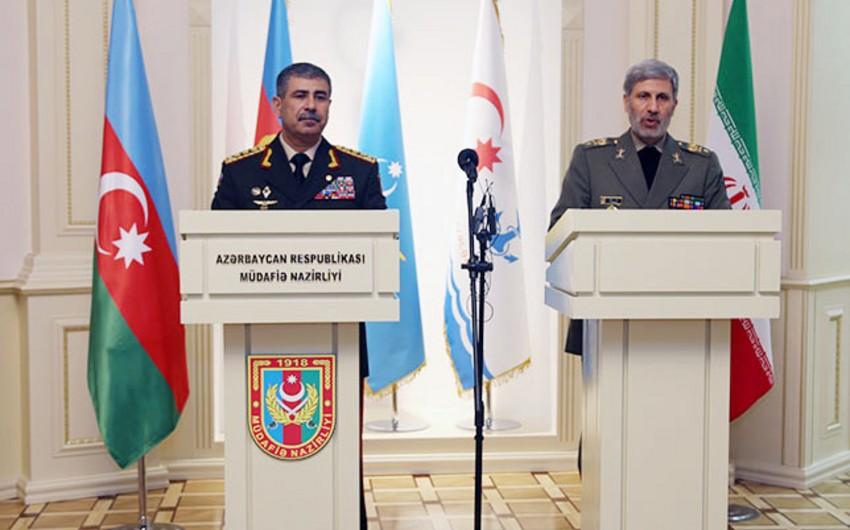 Azərbaycan və İranın müdafiə nazirləri görüşüb