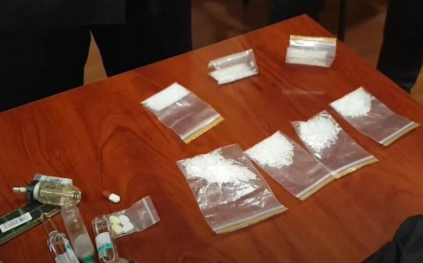Sosial şəbəkələrdə narkotik satan 27 nəfər saxlanıldı -