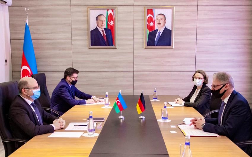 Almaniya səfiri energetika nazirini beynəlxalq konfransa dəvət edib