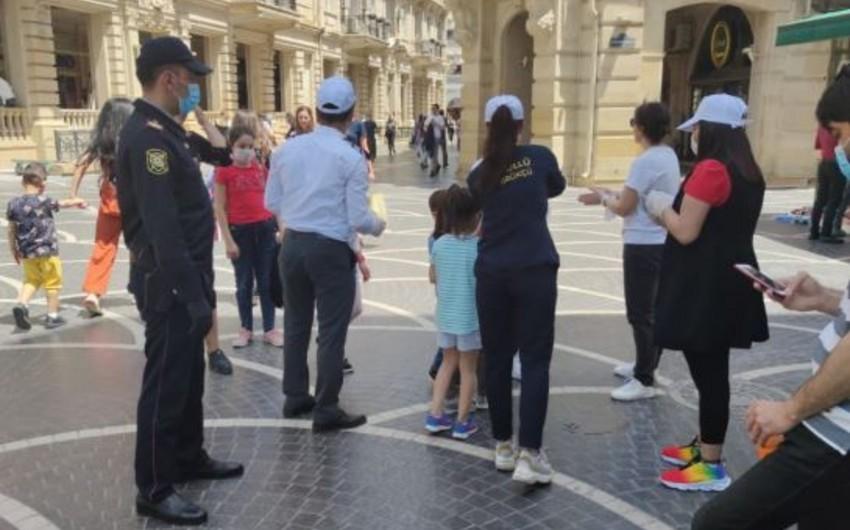 Bakı polisi və könüllülər vətəndaşlara tibbi maska payladı