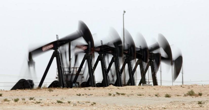 ABŞ-da ehtiyatların azalması nefti bahalaşdırır