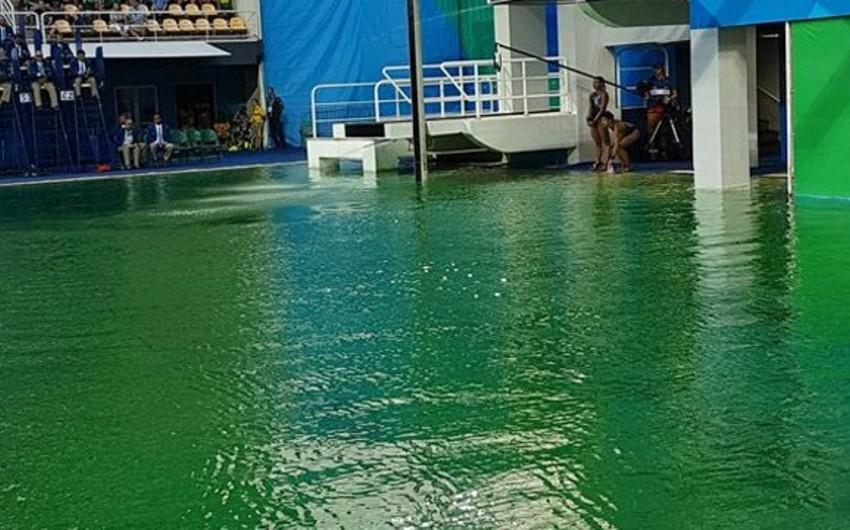 Rio-2016da hovuzdakı suyun rəngi dəyişib - VİDEO