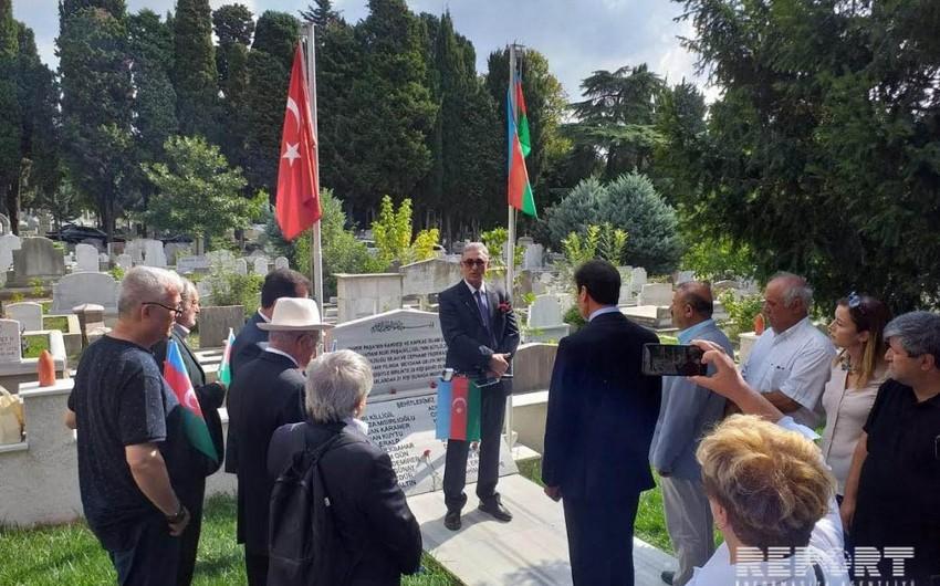 İstanbulda Nuri Paşa və 27 əsgərin dəfn edildiyi məzarlar ziyarət olunub