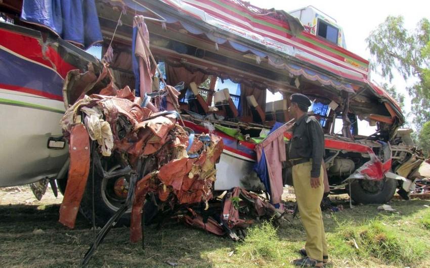 Pakistanda iki avtobusun toqquşması nəticəsində 30 nəfər həlak olub