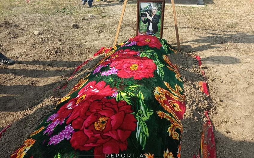 Погибший в результате обстрела армянами Барды видеооператор предан земле