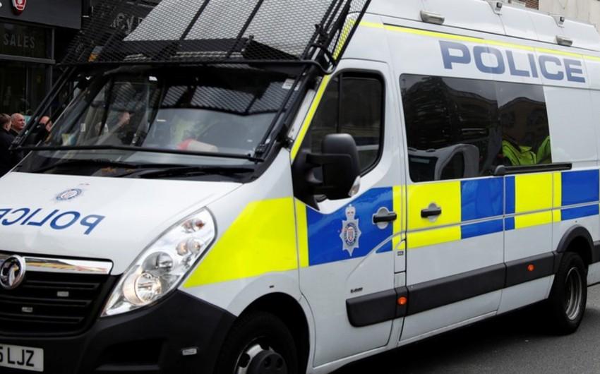 39 people found dead inside lorry in Britain