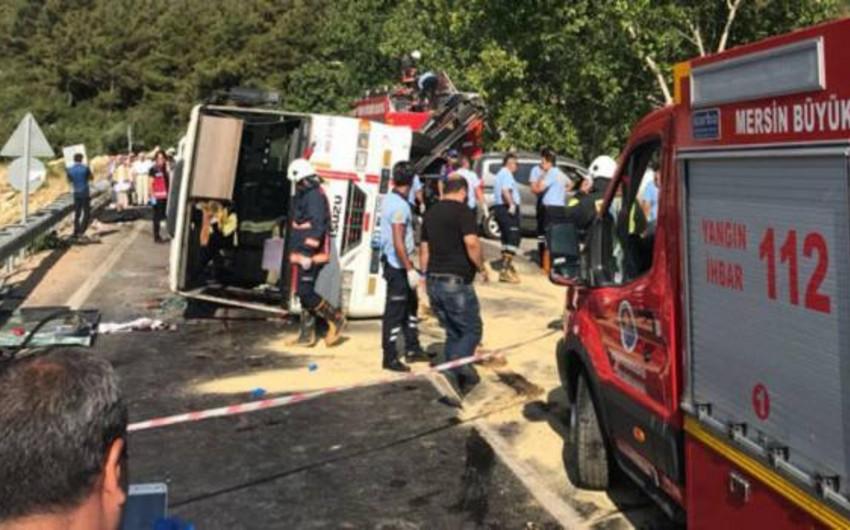 Türkiyədə avtobus aşıb, 3 nəfər ölüb, 30 nəfər yaralanıb
