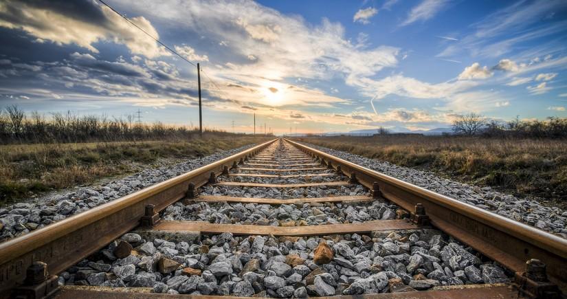 В Баку возбуждено уголовное дело по факту наезда поезда на молодого человека