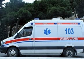 В Баку попавшая под автомобиль пожилая женщина получила тяжелые травмы