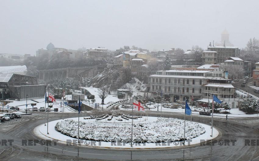 Tbilisinin ilk qarı - FOTOREPORTAJ