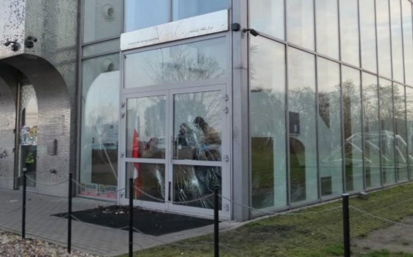 Varşavada Müsəlman Mədəniyyəti Mərkəzi daşa basılıb