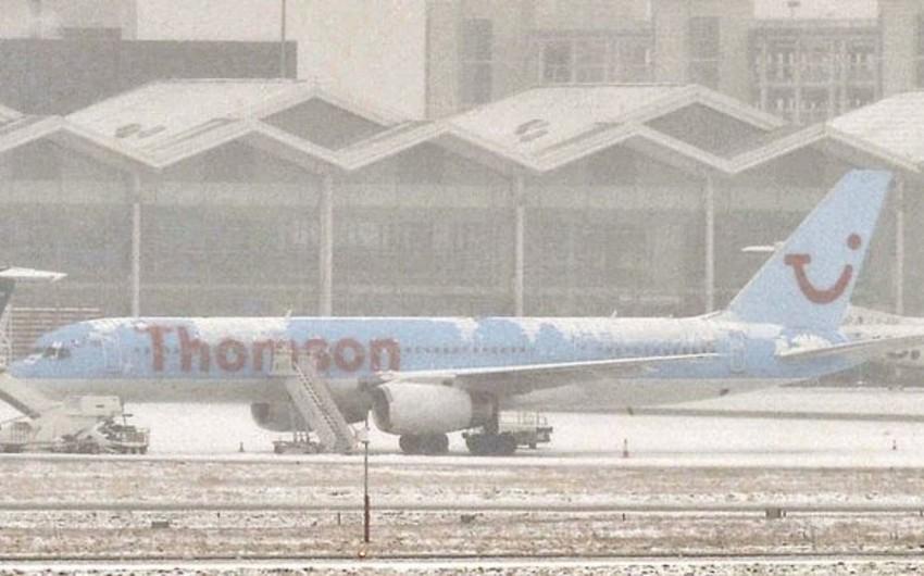 Сильный снегопад вызвал сбои в работе британских аэропортов