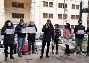 Azərbaycanlı gənclərin Tbilisidə etiraz aksiyası başa çatıb - YENİLƏNİB