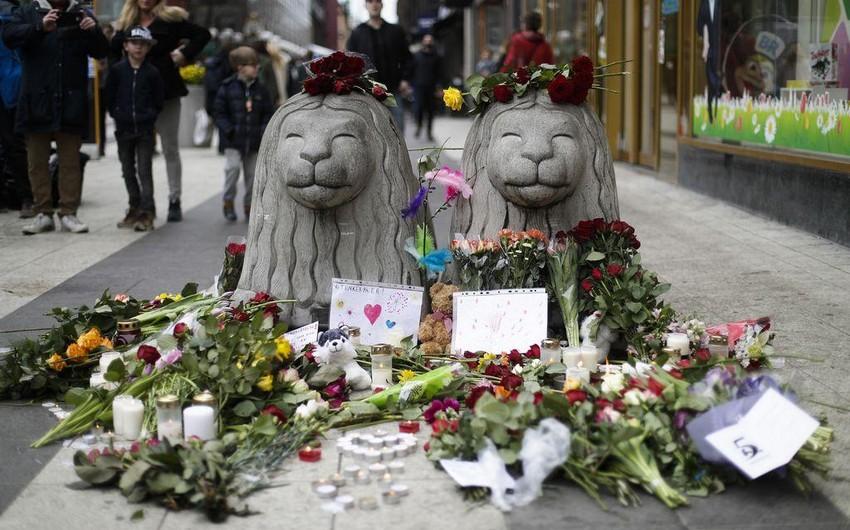 Stokholmdakı terror aktı qurbanlarının xatirəsinə Bakıda İsveçin dövlət bayrağı endirilib