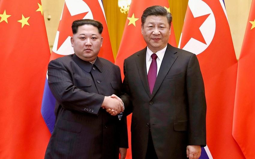 Kim Çen In Si Szinpinin dəvəti ilə Çinə səfər edir