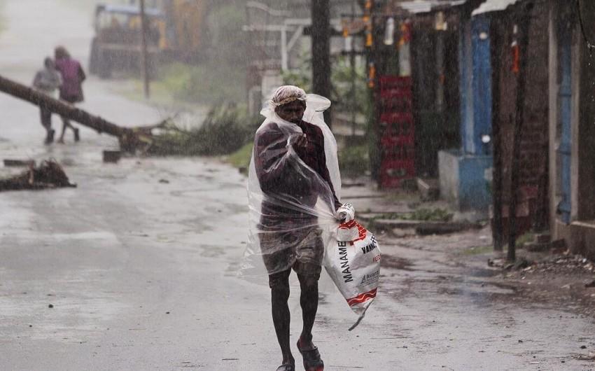 Hindistan və Banqladeşdə 20-dən çox adam siklon qurbanı olub