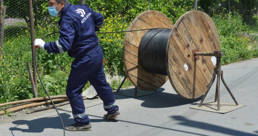 Впервые в Азербайджане сельским жителям проводят оптоволоконный интернет