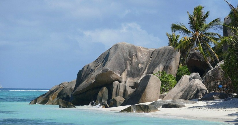 Seychelles welcomes vaccinated tourists