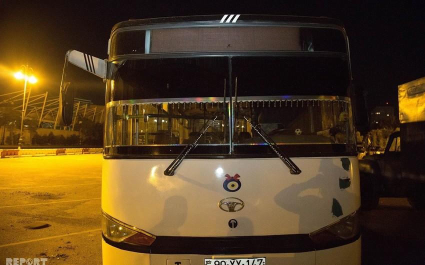 Bakıda sürətlə hərəkətdə olan sərnişin avtobusu piyadanı vurub - FOTO