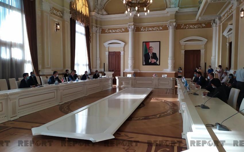 Баку и Тбилиси подписали меморандум о побратимстве