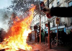 В Париже на акциях протеста пострадали десятки правоохранителей