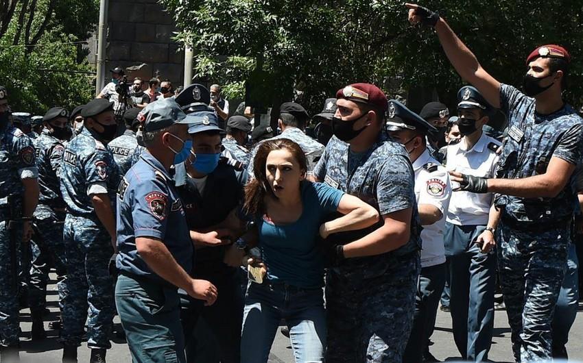Ermənistanda hökumətin tam tərkibdə istefası tələbi ilə aksiya keçirildi