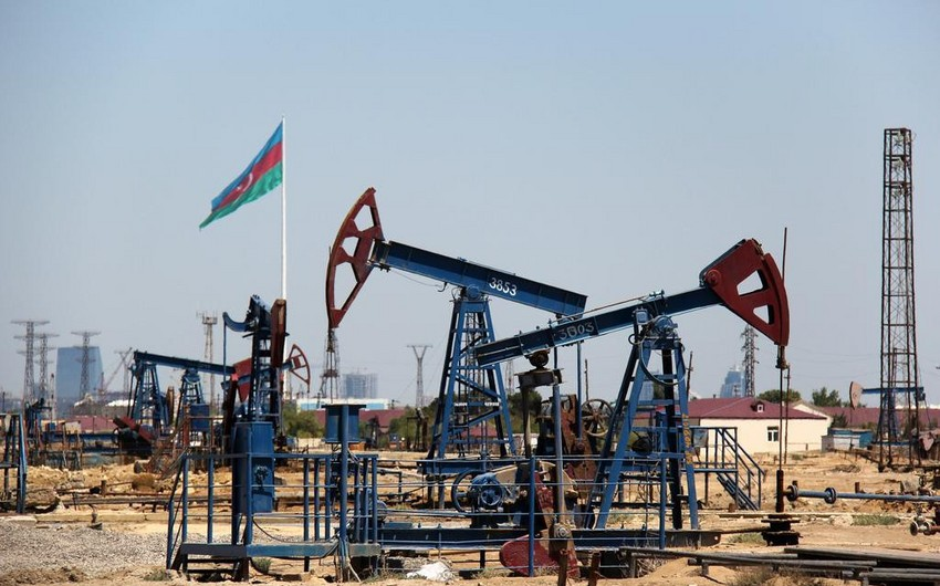 Azerbaijani oil price declines on markets