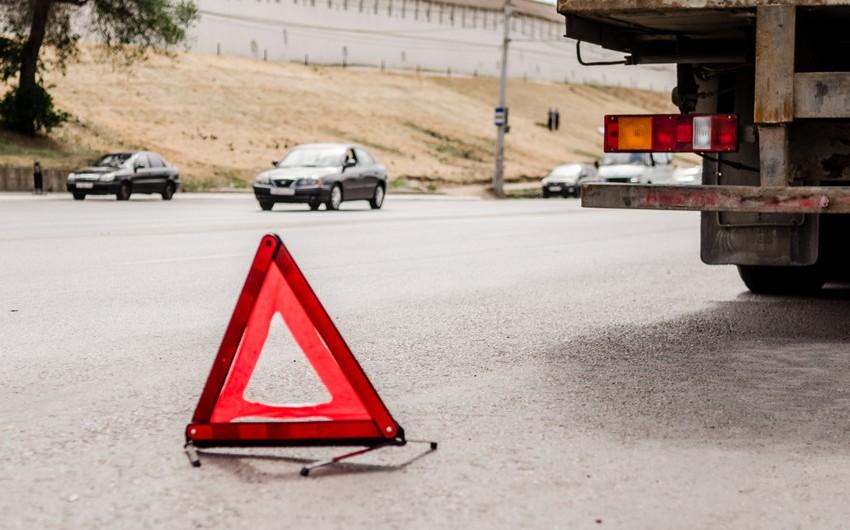 В Баку KamAZ сбил пешехода