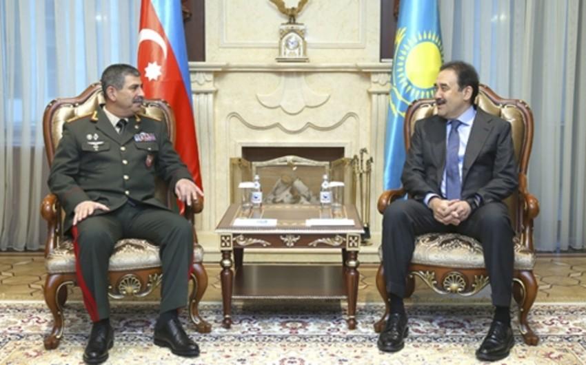 Azərbaycanın müdafiə naziri Qazaxıstanın baş naziri ilə görüşüb