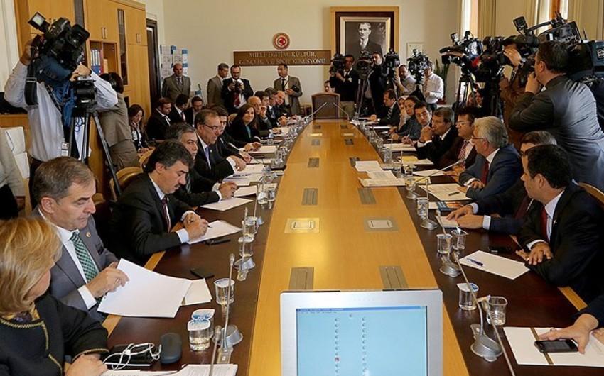 Türkiyənin dövlət gerbi ilə bağlı məsələ komissiyada müzakirə edilib