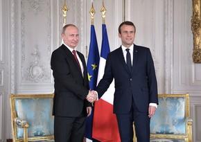 Путин и Макрон обсудили по телефону вопросы карабахского урегулирования