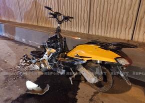 Bakıda motosikletlə avtomobil toqquşdu, xəsarət alan var - VİDEO