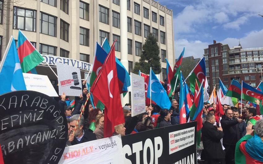 Ermənistanın Hollandiyadakı səfirliyi qarşısında etiraz aksiyası keçirilib