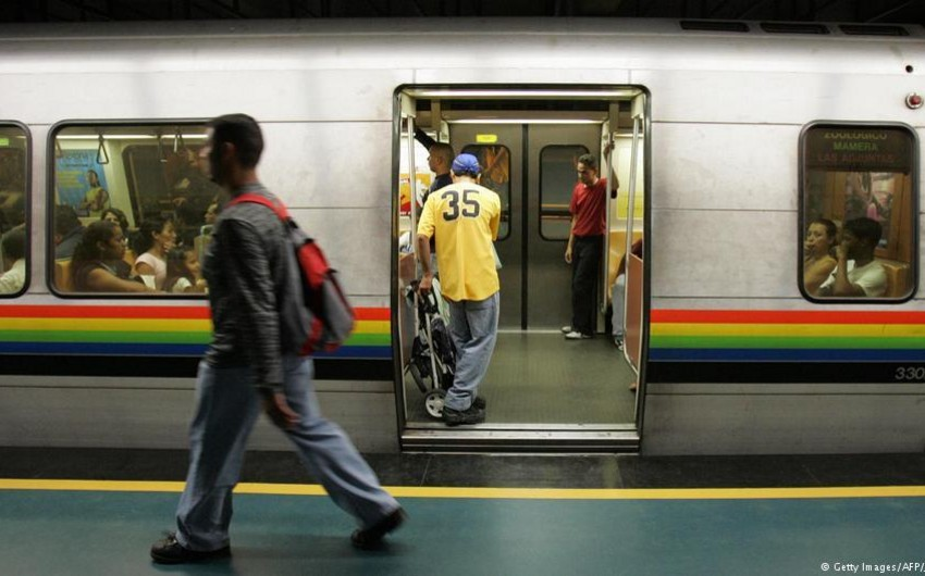 Venesuela paytaxtında metro kağız yoxluğu səbəbindən ödənişsiz olub