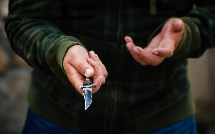 Bakıda yaşlı kişi küçədə bıçaqlanıb